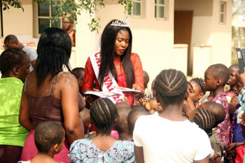 Queen Ashley Yusuf(Face of Idoma Carnival 2015/16) visits an Orphanage home.photos