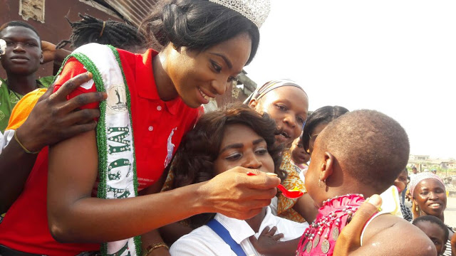 (So touching)Queen Jennifer Okorie Donates food stuffs to Helpless Kids In Lagos