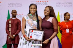 Queen Isabella Okafor bagged award as influential beauty queen in Nigeria.