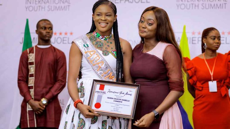 Queen Isabella Okafor bagged yet another award as influential beauty queen in Nigeria.