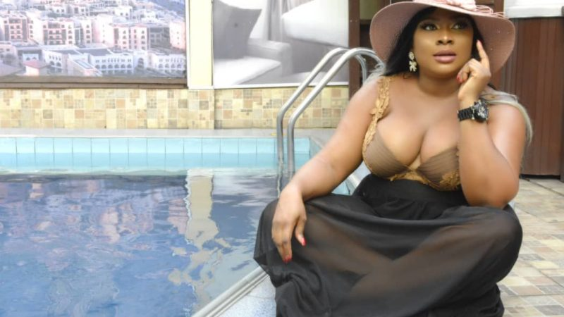 Nollywood Actress Queeneth Agbor Flashes heavy cleavage in new birthday shoot